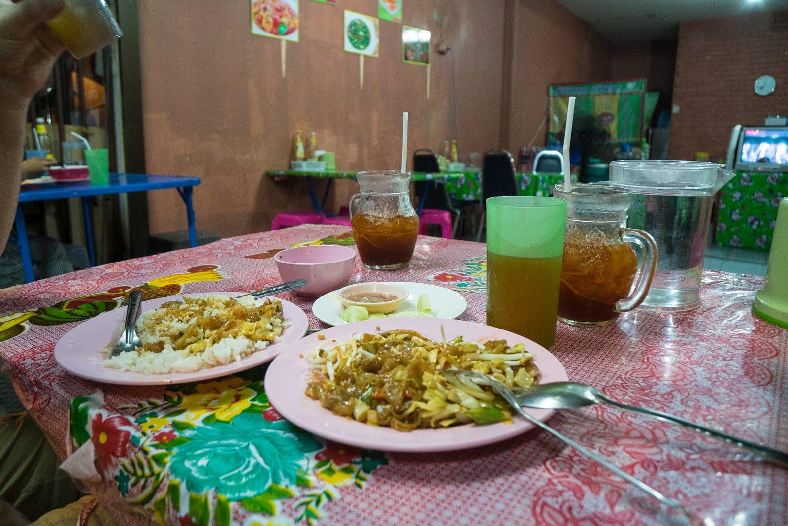 Fried rice pad thai - erstes thailändisches Abendessen