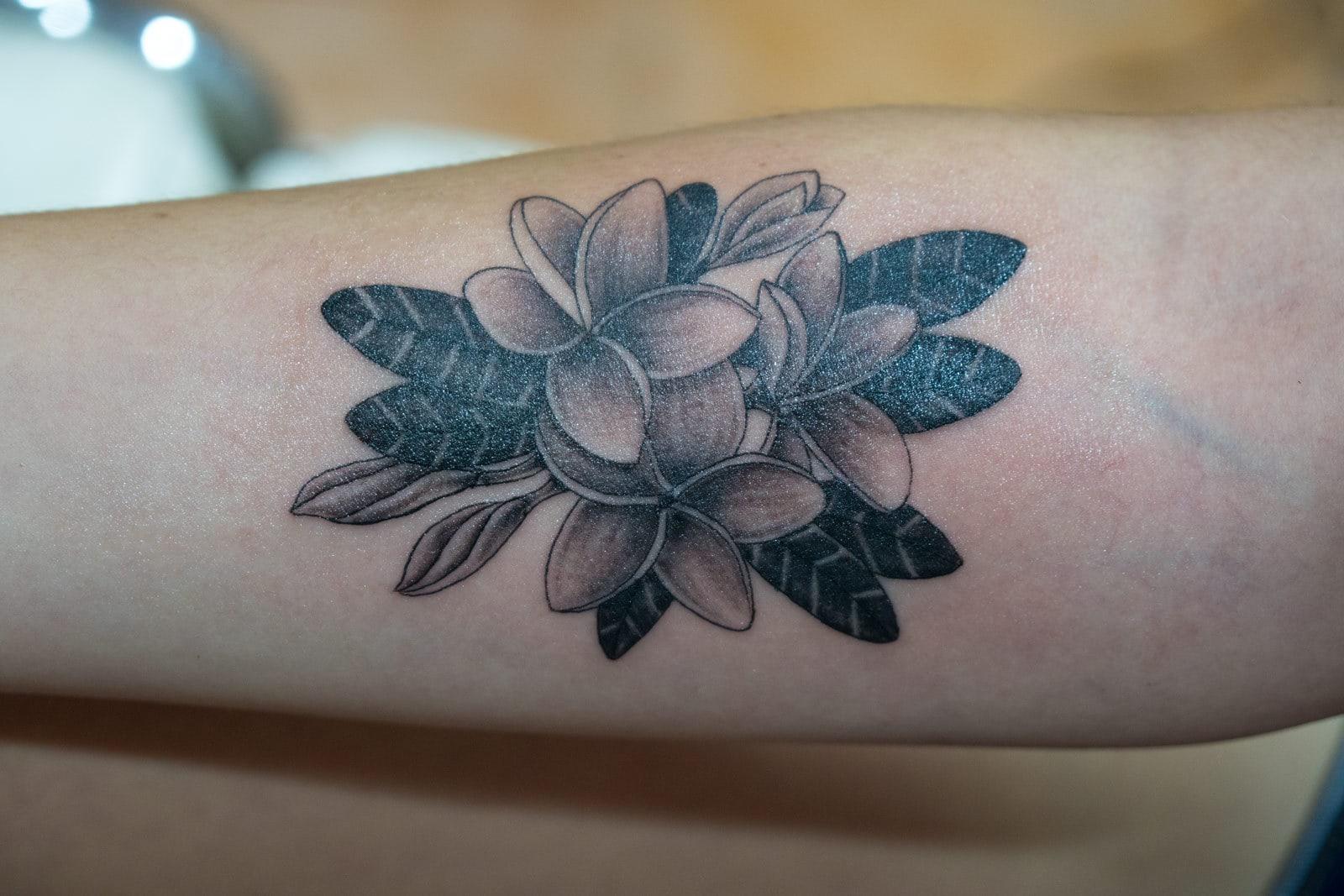 Fertiges Ergbenis der Tattoowierung mit Maschine