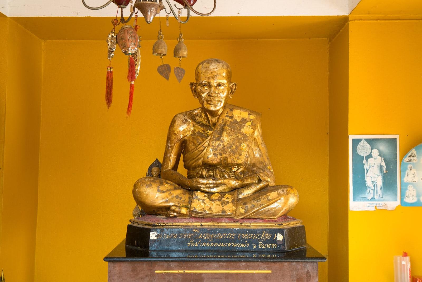 Goldene Statue von Lung Pu Supa
