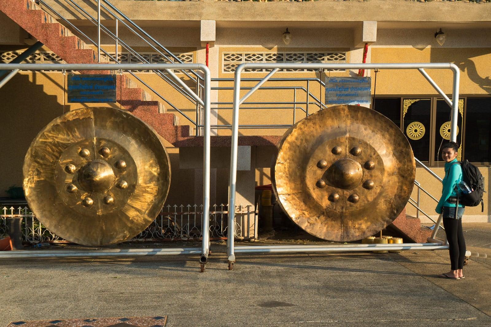 Große goldene Gongs