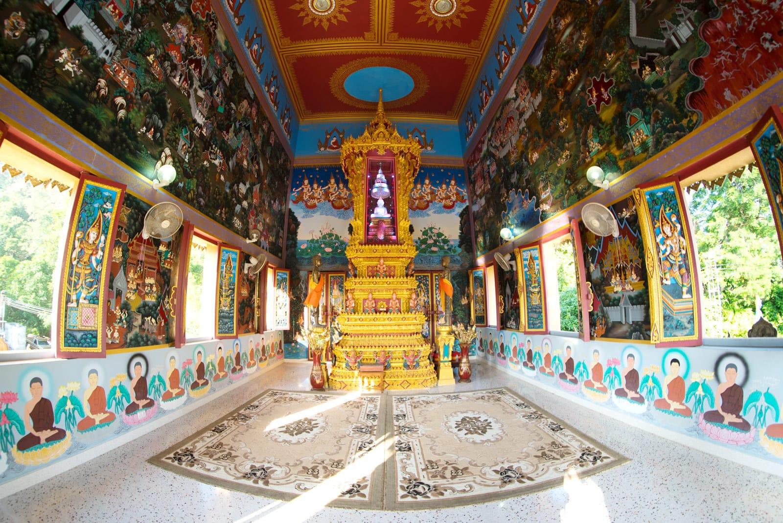 Innenraum vom Tempel Khao Rang