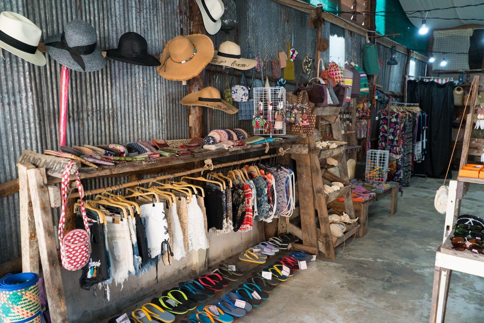 Schöne Kleidung in Koh Lanta Old Town