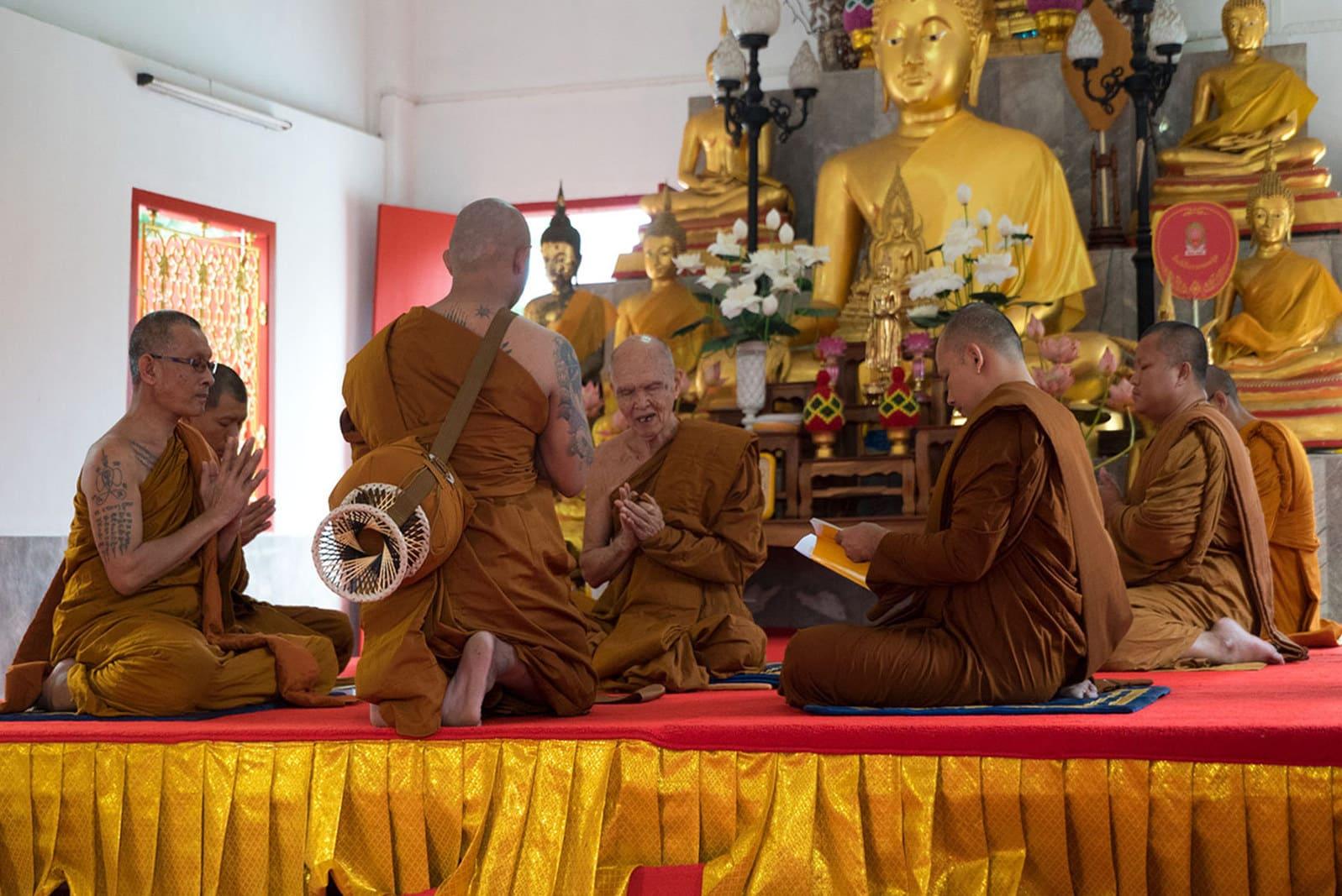 Ben während seiner Mönchsweihe
