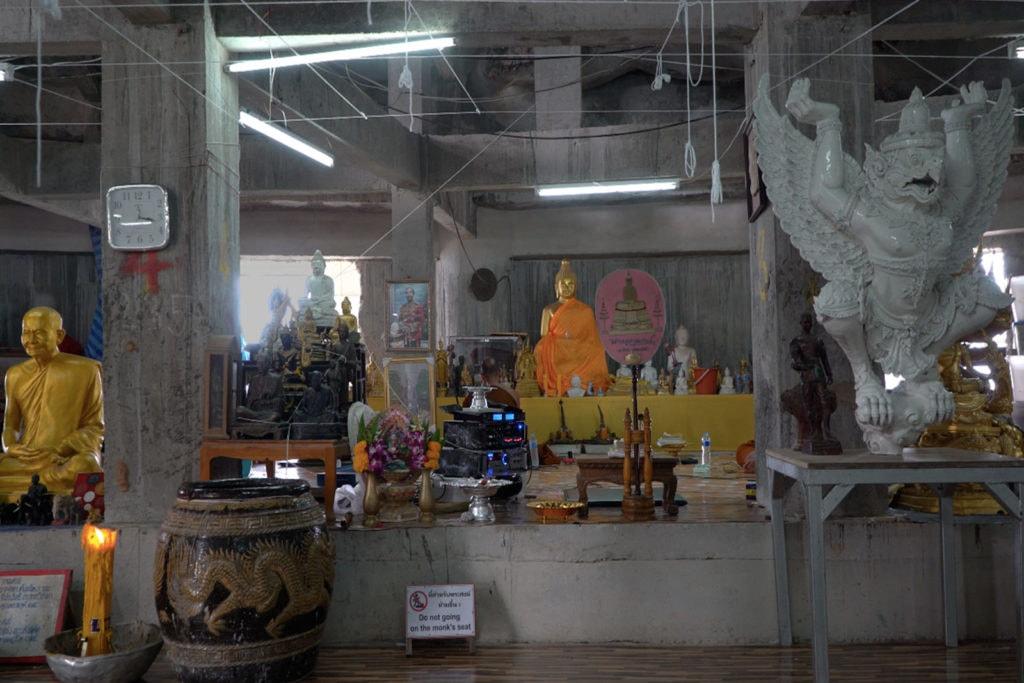 Der Big Buddha von innen, viel Beton, wenig Tempel-Ambiente