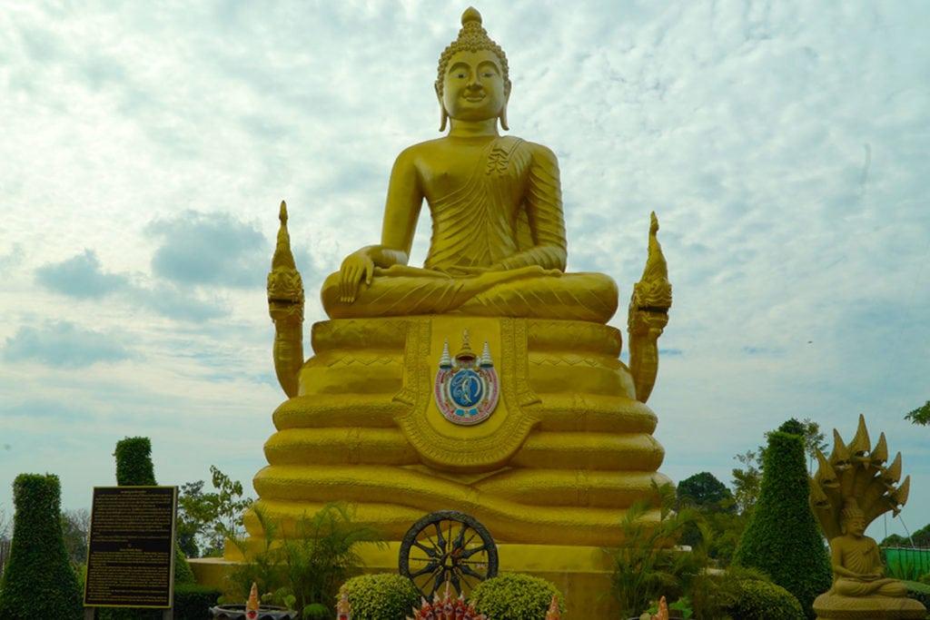 Goldener Buddha neben dem Big Buddha in Phuket