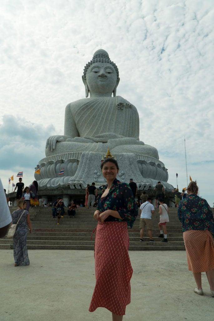 Jana vor dem Big Buddha