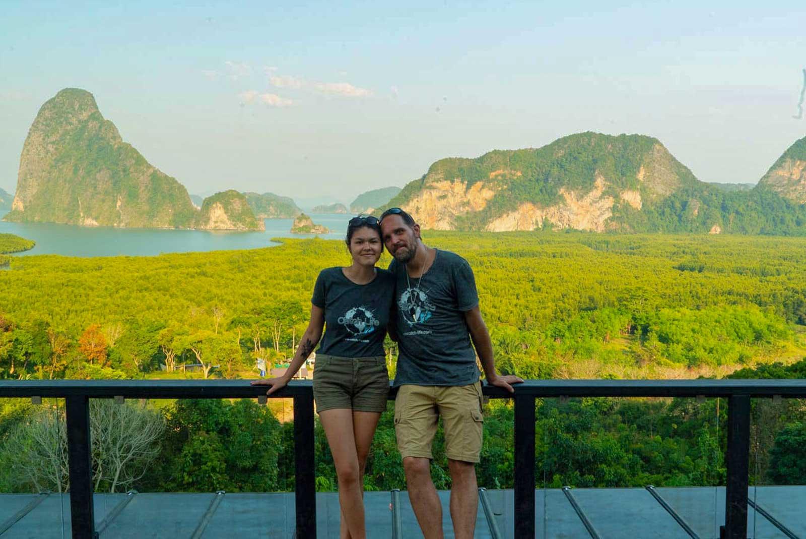 Jana und Alf am Samet Nangshe Viewpoint Phang Nga Bay Thailand