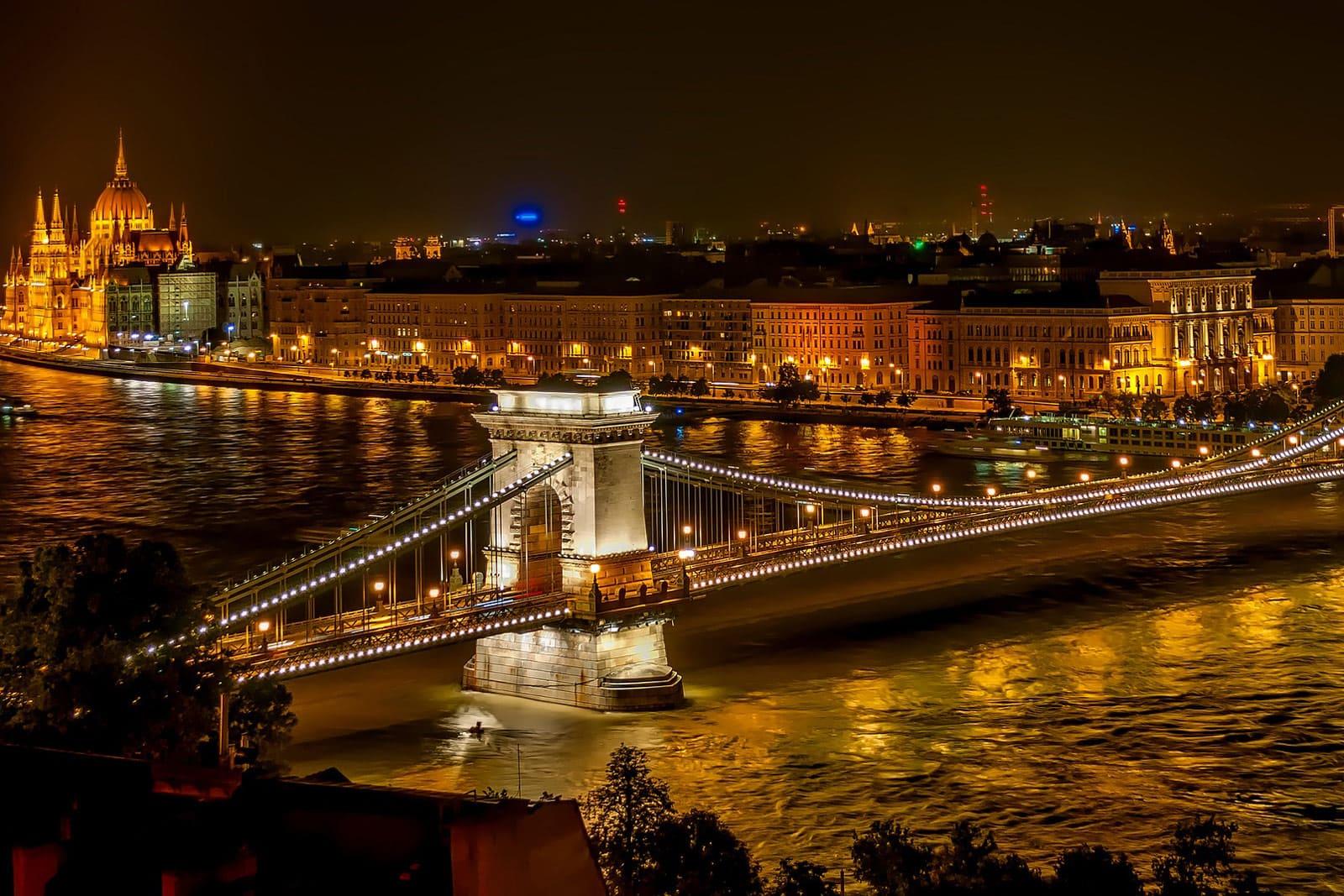 Szechenyi Brücke Donau Fluss Budapest Ungarn