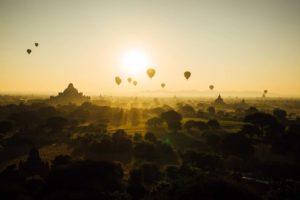 Bagan Myanmar Ballonfahrt Goldenes Licht
